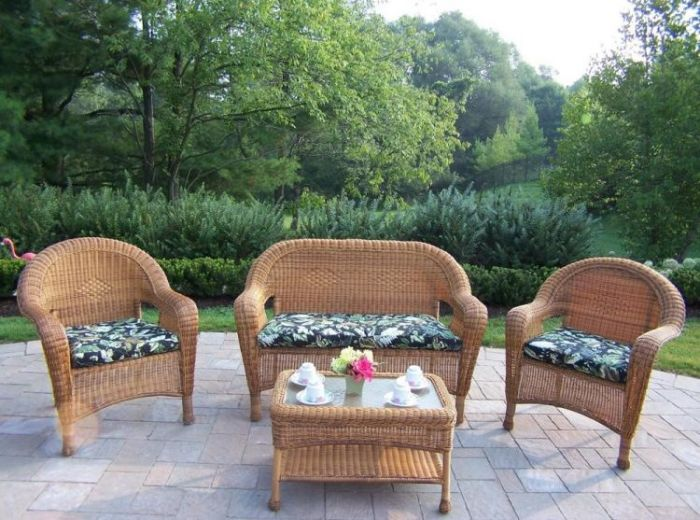 Resin Wicker 4 Piece Outdoor Seating Set With Cushions