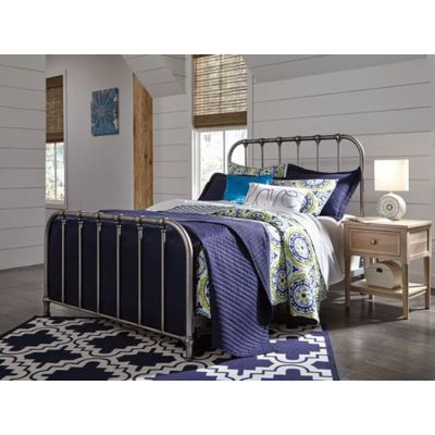 Nashburg Queen Metal Bed Finished in an Aged Pewter-tone - B280-581